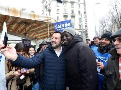 """La commissione Ue contro Salvini: """"Tweet sui migranti da cancellare"""""""