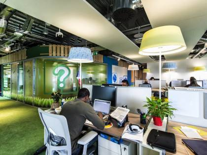Dalla scrivania allo zaino hi-tech, l'ufficio diventa flessibile