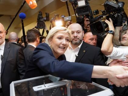 Front National, rieletta Marine Le Pen. Cancellato Jean Marie dallo statuto