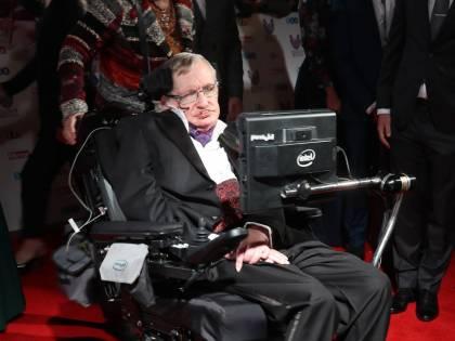 Hawking, l'astrofisico che studiò l'universo