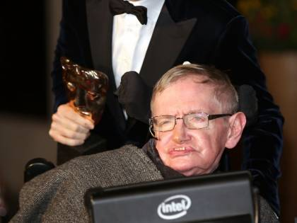 Hawking, la vita dell'astrofisico in dieci date