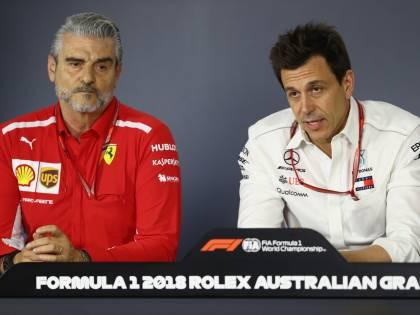 """Formula Uno, caduta di stile della Mercedes. Il muretto ad Hamilton: """"Vinci, poi ne parliamo"""""""