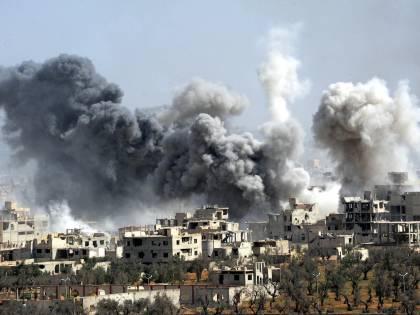"""Strage in Siria, 100 morti. L'ombra di armi chimiche. Trump: """"Assad animale"""""""