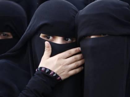 """La Baviera contro la Merkel: """"Assurdo importare la poligamia nel nostro Paese"""""""
