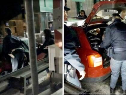 """Ventimiglia, arrestato un """"passeur"""" con 11 irregolari in auto"""