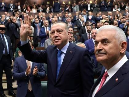 La Turchia andrà a elezioni anticipate sotto stato d'emergenza