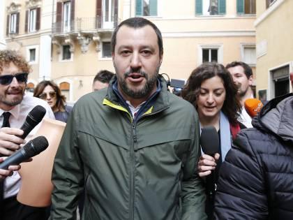 """Salvini sfida Di Maio: """"Fai come me un passo di lato?"""""""