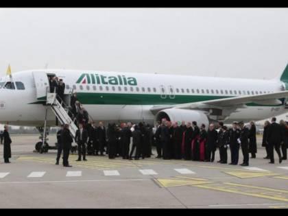 """Toninelli s'imbarca su Alitalia: """"Resterà italiana"""""""