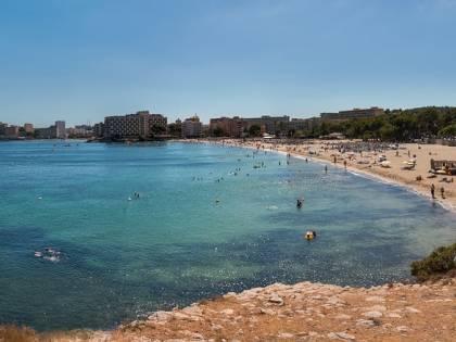 Maiorca, turiste violentate in spiaggia: caccia agli aggressori
