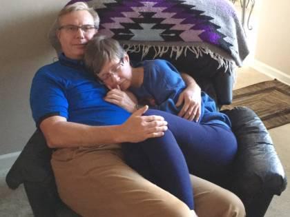 Insieme nonostante la malattia: la foto fa il giro del web