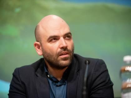 """Migranti, Saviano attacca Toninelli: """"Ti credevo brava persona"""""""