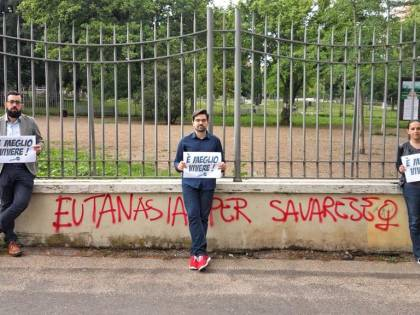 """""""Eutanasia per Savarese"""": scritta choc contro l'attivista pro life"""