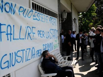 Fallisce perché lo Stato non paga: imprenditore sfrattato dagli ufficiali giudiziari