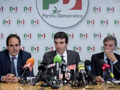 """Cottarelli, la retromarcia del Pd. Martina: """"Astenerci sulla fiducia"""""""