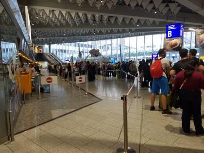 Dusseldorf, malato mentale accoltella alla testa un dipendente dell'aeroporto