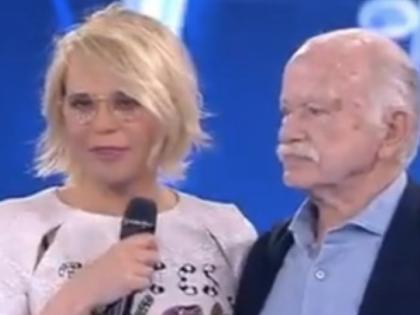 """Amici, la battuta di Gino Paoli: """"Qui per molestare la De Filippi"""""""