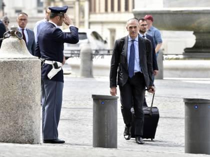 """""""Problemi sui ministri"""". Cottarelli rimandato a domani"""