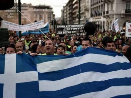 La Grecia si ferma, proteste contro le manovre imposte dall'Europa