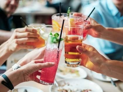 Bere alcol aumenta il rischio di Alzheimer