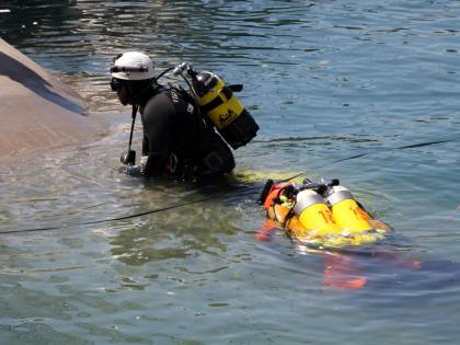 Maltempo nel mantovano. 5 persone nel fiume con l'auto, un disperso