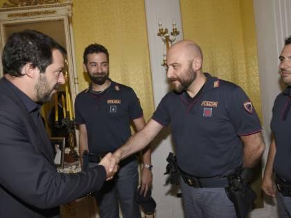 """""""Da oggi l'Italia inizia a dire no"""". Così Salvini ha chiuso i porti"""