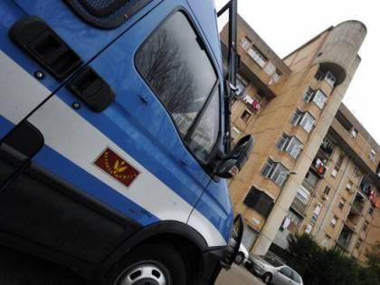 Minaccia di gettare bombola gas, arrestato un tunisino a Milano