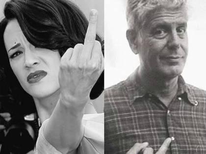 L'Argento ricorda Bourdain: foto col dito medio alzato