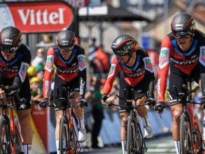 Tour de France, cronosquadre alla Bmc. Van Avermaet maglia gialla