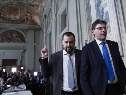 """Referendum, Giorgetti si schiera col No. Salvini: """"Lega non è una caserma"""""""