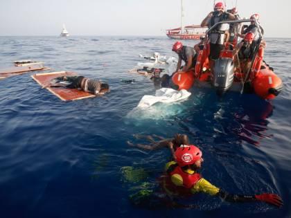 """L'Ong ora precisa: """"Niente denuncia all'Italia"""". Ma la Marina libica: """"Solo bugie"""""""
