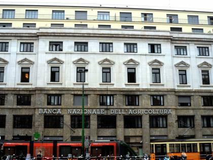La Campania si sposta in piazza Fontana  De Luca prende la banca della strage