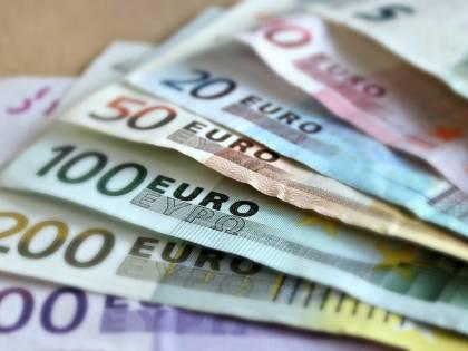Pensionata consegna una busta da mille euro in questura