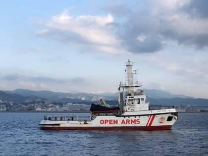 Open Arms recupera 87 migranti. Niente Italia: li porta diretti in Spagna