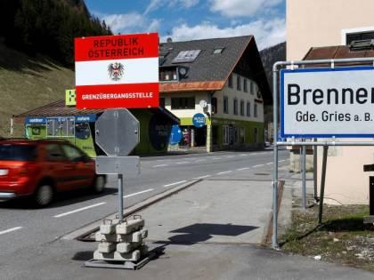 """Così il virologo gela il governo: """"L'Austria fa bene a non riaprire agli italiani"""""""