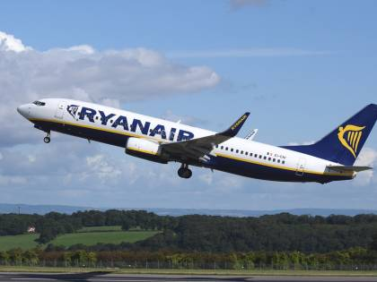 Ryanair rimborserà i voli cancellati ma si apre la polemica