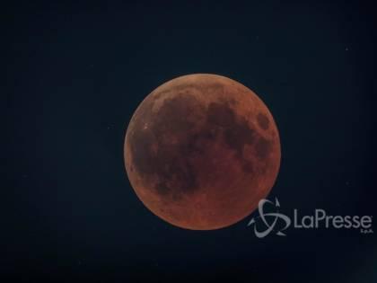 La Luna rossa più lunga del secolo