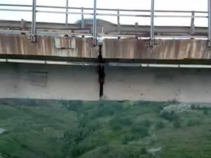 """L'altro """"Morandi"""" con la crepa. Mastella chiude il ponte a Benevento"""