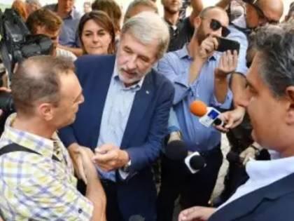 Genova, consegnate le prime case agli sfollati. Il sindaco si commuove