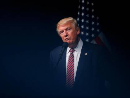 """Trump boccia il comunicato in cui si definisce McCain """"eroe"""""""