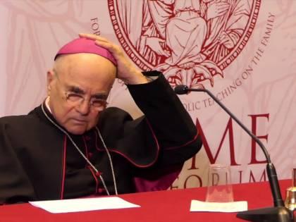 Ora Viganò parla dei possibili errori dei papi precedenti