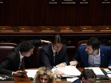 """L'Ue adesso boccia l'Italia Taglia le stime di crescita """"Recessione prolungata"""""""