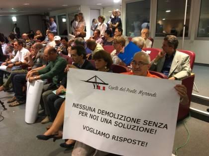 """Genova, ira degli sfollati """"Ridateci le nostre case"""""""