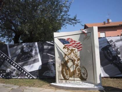 MotoGp, commozione a Misano: inaugurato monumento per Hayden