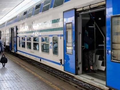 I francesi usano un treno regionale per rispedirci un immigrato clandestino
