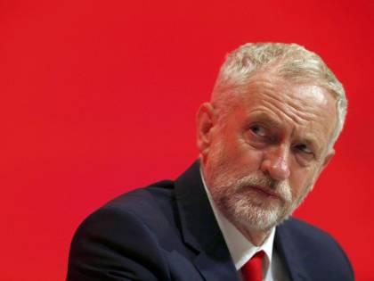 Laburisti lasciano il partito in polemica con Jeremy Corbyn