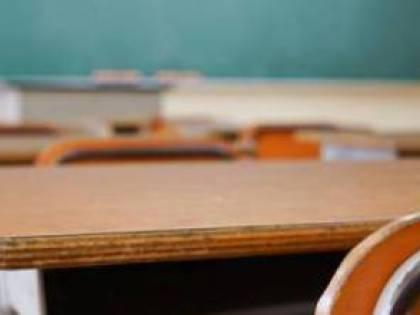 Sesso e alcol con studenti minorenni: condannata una docente