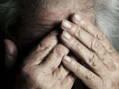 Pensionata 79enne getta acido in faccia a uomo: arrestata