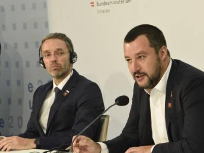 """Salvini: """"Se avessi rispettato le regole sarebbero arrivati 150mila migranti"""""""