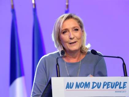 """Ora la Le Pen guarda a Bannon: """"Interesse per il suo progetto"""""""