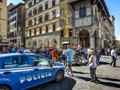 Napoli, furto in casa: romena incinta arrestata e condotta in galera